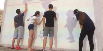 Učenici oslikavali fasadu škole