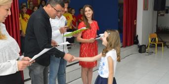 Povodom Dana nezavisnosti , direktor škole mr Vesko Gagović uručio je diplome učenicima koji su ostvarili najbolje rezultate na školskom takmičenju u znanju.