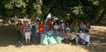 Akcija sakupljanja otpada u školskom dvorištu i okolini škole - Let's do it Montenegro - Nastavljamo drugačije
